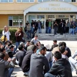 Öğrenciler Dışarıda Kalmış Yurtkur'un Umurunda mı?