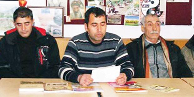 Dersim Kültür Derneği Başkanı Ali Mükan (ortada)