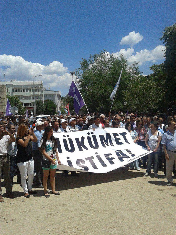 """Dersim'de emekçiler """"hükümet istifa"""" pankartıyla alanda"""
