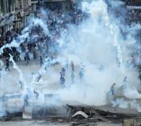 Alman Hastanesi TOMA Biber Gazı Sıktı (VİDEO)