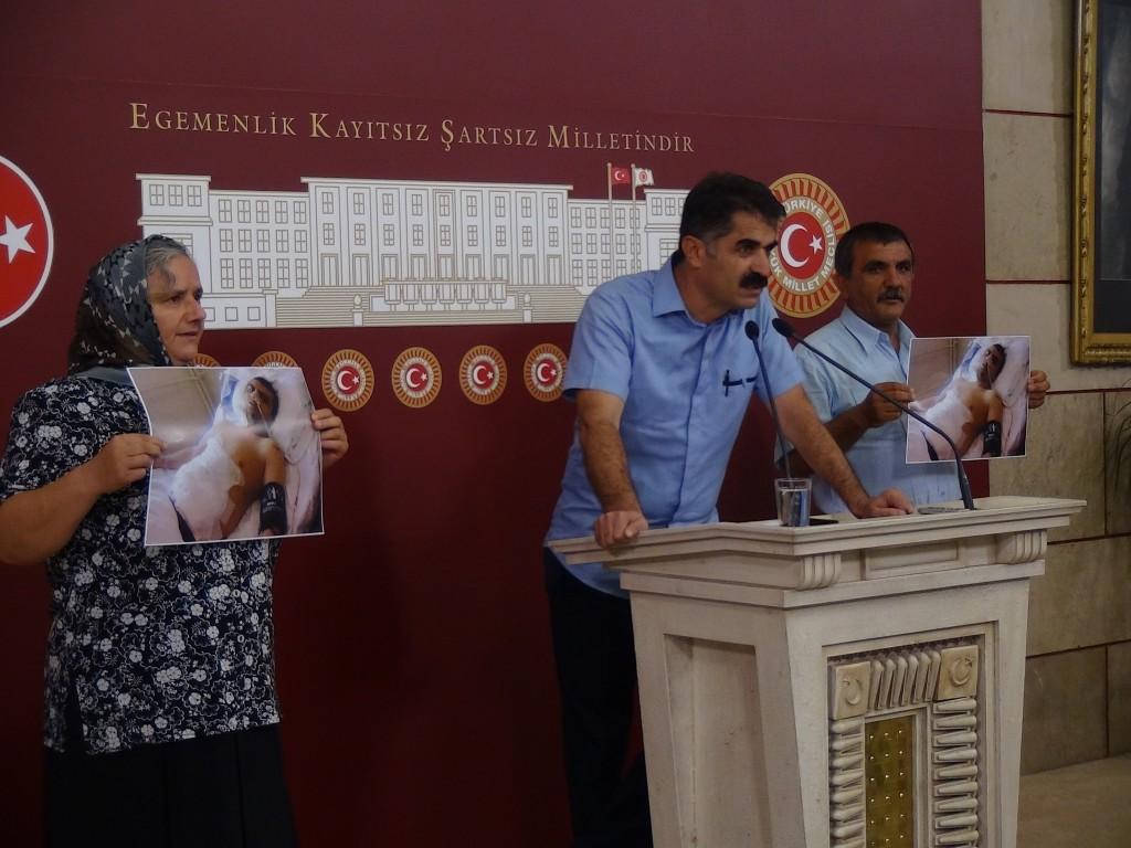 Dersim milletvekili Hüseyin Aygün, Kemal Avcı'nın anne ve babasıyla mecliste basın açıklaması yaptı.