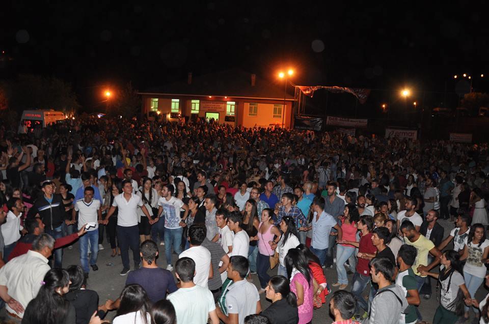 Pülümür Bal Festivali'ne gelen binlerce kişi türküler eşliğinde halay çekip eğleniyordu. Ancak BDP'lilerin çıkardığı olaylar nedeniyle festivale gölge düştü