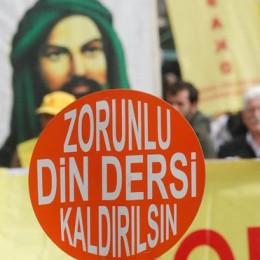 İdare Mahkemesi kararı: Din dersi zorunlu olamaz!