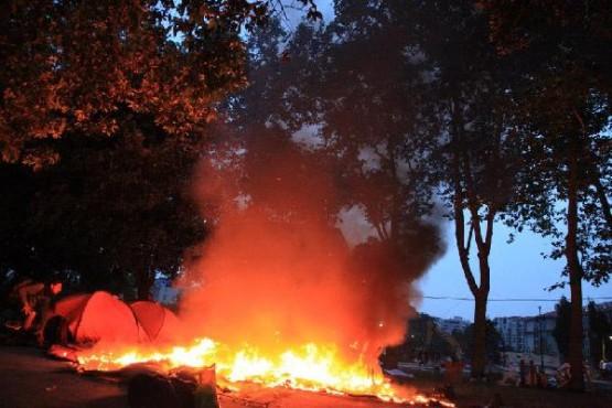 AKP'li İstanbul BB itfaiyesi gece yarısı Gezi Parkı'ndaki çadırları böyle yakmıştı.