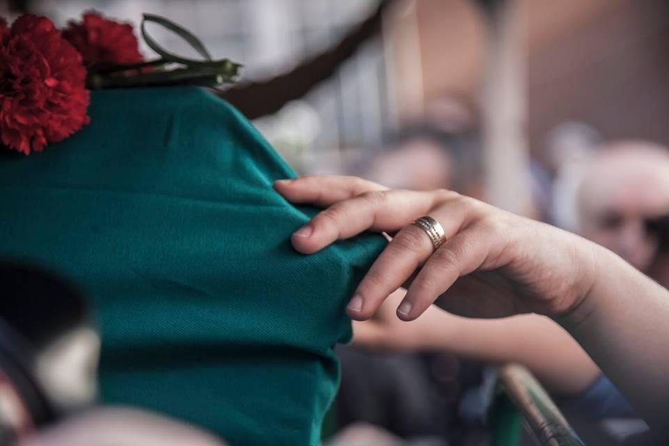 Polis kurşunuyla ölen Uğur Kurt'a eşinin son dokunuşu... Foto: Sinan Targay