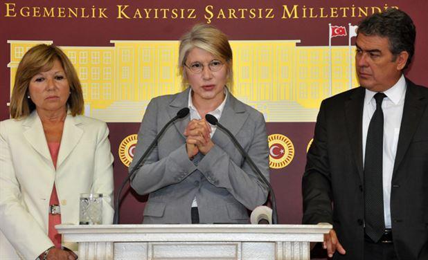 Nur Serter, Süheyl Batum ve Emine Ülke Tarhan'ın başını çektiği ulusalcı kanata partiden tepki geldi.