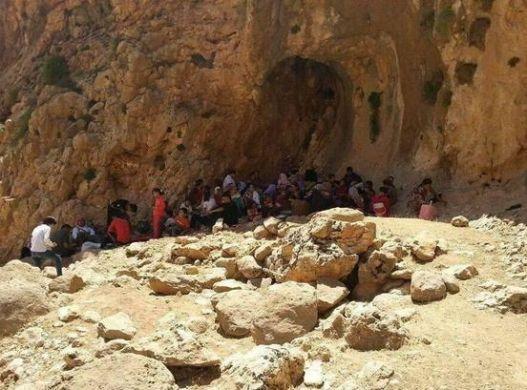 IŞİD'in saldırısı sonucu dağlara kaçan Ezidi çocukları susuzluktan ölüyor.
