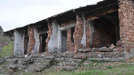 Pülümür'deki Şifa Merkezi Kaplıca Bakımsızlıktan Yıkılmak Üzere