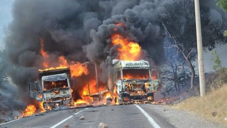 Dersim-Erzincan Karayolunda 3 Araç Yakıldı – VİDEO
