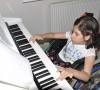 10 Yaşındaki 'Engelli' Zeynep'in Piyano Aşkı 'Engel' Tanımıyor