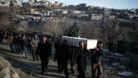 Cizre'de oğlunu toprağa veremeyen baba: Bize ölüm de mi yasak?