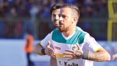 TFF,  barış mesajı veren Deniz Naki'ye 12 maç ceza verdi