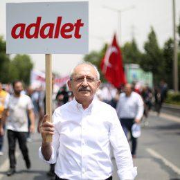 Kılıçdaroğlu, Adalet Yürüyüşü'nün ikinci gününde yola devam ediyor