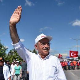 Kılıçdaroğlu Guardian'a yazdı: Otoriter rejimin demokrasi örtüsünü kaldırmak için yürüyoruz