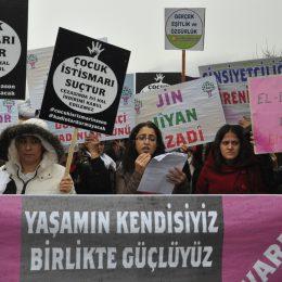Dersim'de türkülü halaylı kadınlar günü kutlaması
