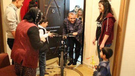 Tunceli Valisi Sonel, 279 yetim ve öksüz çocuğun hayalini gerçekleştirdi