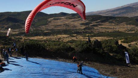 Dersim'de yamaç paraşütü şampiyonası başladı