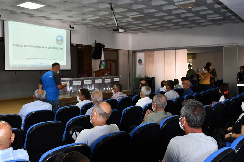 Dersim Belediyesine alınacak 25 işçi kura ile belirlendi.